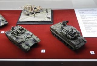 Модели боевой машины поддержки танков (БМПТ) и зенитного ракетно-пушечного комплекса