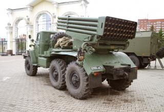 Боевая машина БМ-21ПД берегового самоходного реактивного бомбометного комплекса ДП-62 Дамба