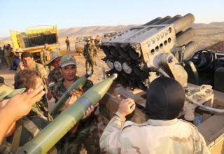 Иракские солдаты заряжают установку. Оп.29.10.15г. www.express.co.uk/news/world/615672/Iranian-rockets-refugee-Camp-Liberty-Iraq