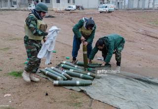 gettyimages.ae/detail/news-photo/peshmerga-are-seen-during-launching-mortars-iraqi-kurdish-news-photo/525302490?adppopup=true