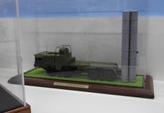 """Модель пусковой установки 51П6Е зенитно-ракетной системы С-400 """"Триумф"""""""
