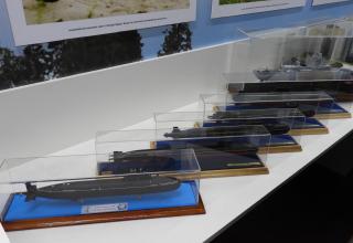 Модели подводных лодок и корвета